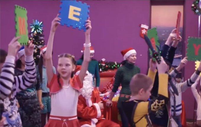 """Санта-Клаус и 9 оленей"""
